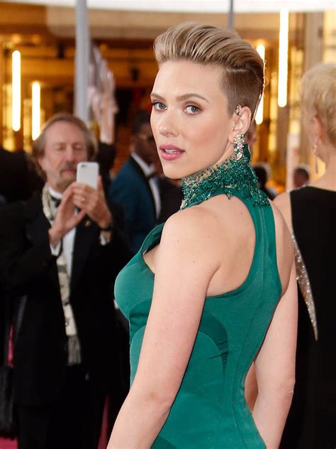 scarlettjohanssonhaircut at the oscars scarlett johansson is lainey s best dressed at oscars 2015