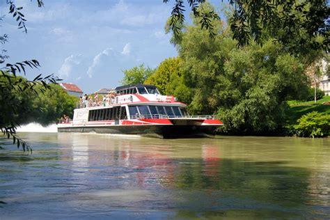 speedboot wien twin city liner schiffahrt auf der donau von wien nach