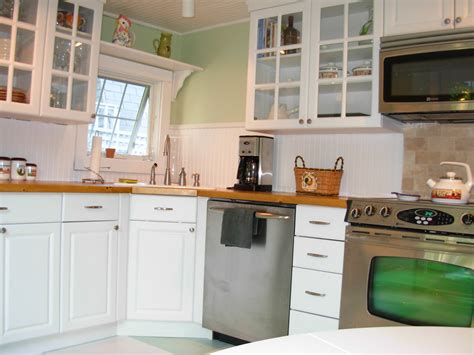 Small Kitchen With White Cabinets Top 26 Photos Inspiration For Small White Kitchens Home Living Now 59541