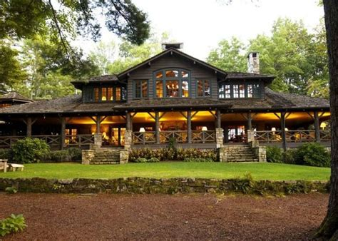 lake houses n c lake house combines southern charm adirondack style lakes style and cabin