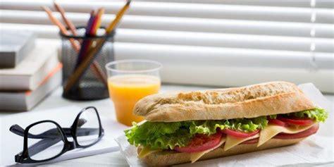 pranzo ufficio mangi in ufficio errori e consigli wellme it