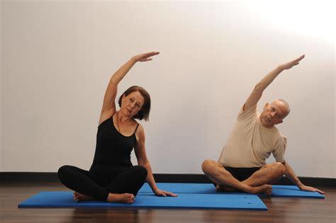 imagenes yoga pilates yoga o pilates le cabinet de elena