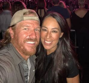 chip and joanna gaines contact joanna gaines asks for help from fans after false rumor
