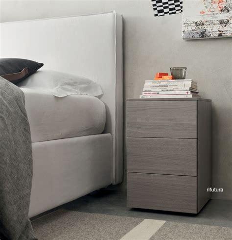 comodini moderni bianchi piccoli comodini moderni con tre cassetti af seta 35 cm