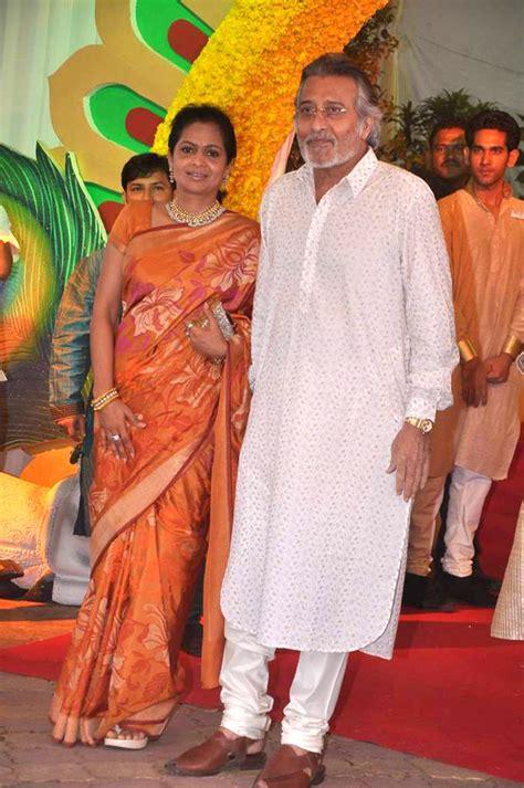 File:Kavita Khanna, Vinod Khanna at Esha Deol's wedding at ...