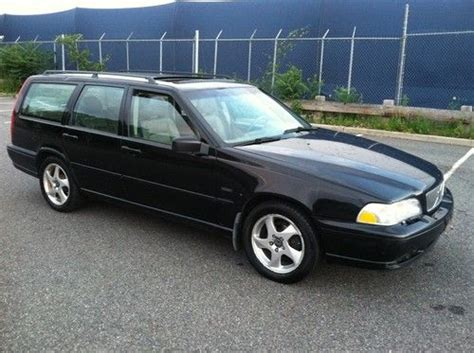 buy   volvo   stationwagon  speed manual trans turbo clean wagon