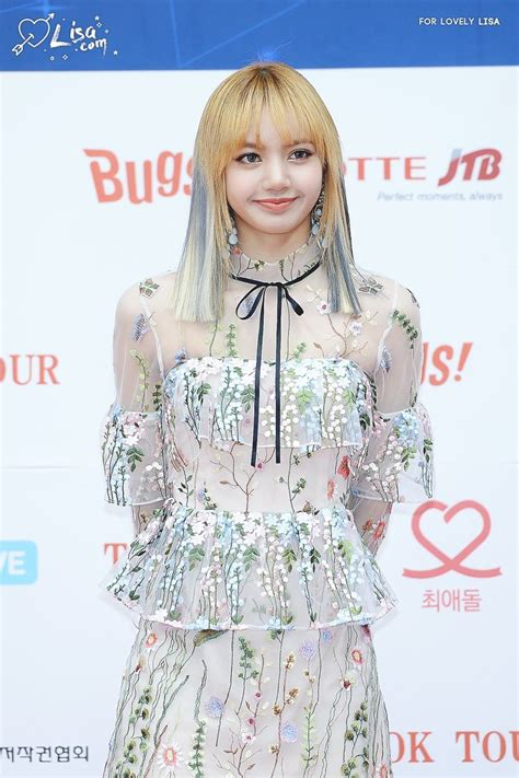 Dress Lysa blackpink shocks reporters with see through
