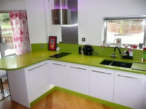 grüne stühle einrichtungsideen wohnzimmer beige