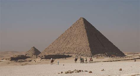 pyramid builders feeding the pyramid builders biblical archaeology society
