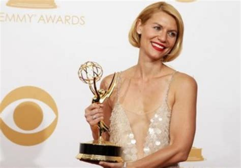 claire danes wins emmy claire danes grabs another emmy for homeland arts