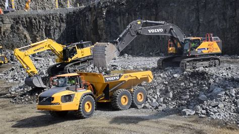 volvo ec  excavator loads volvo ah articulated dumper youtube