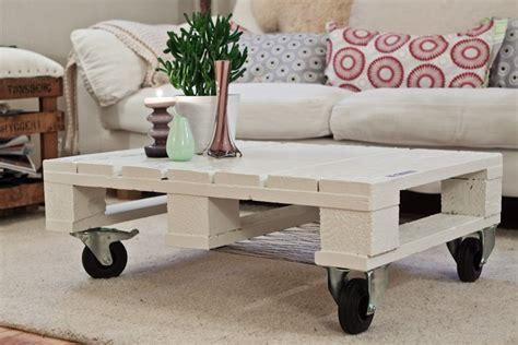 Good Construire Table De Jardin Avec Palette #11: Meubles-en-palettes-de-bois-table-basse-roulettes.jpg