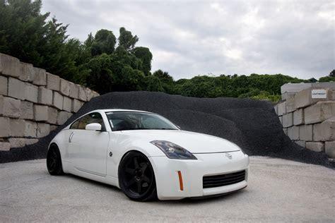 white nissan 350z white nissan 350z black rims