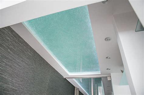beleuchtete badewanne luxusbad mit riesendusche und freistehender badewanne