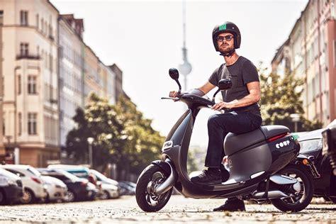 Nummernschild Motorrad Größe by Coup Bosch Vermietet E Scooter Von Gogoro In Berlin