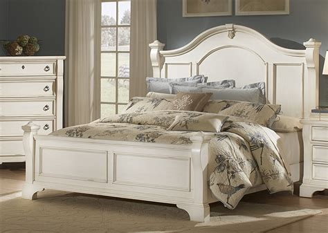 Weathered White Bedroom Furniture by Distressed White Bedroom Furniture Womenmisbehavin
