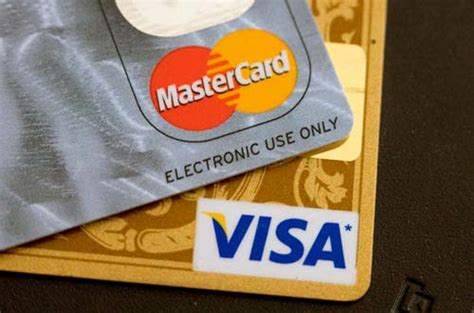 difference between visa card and master card