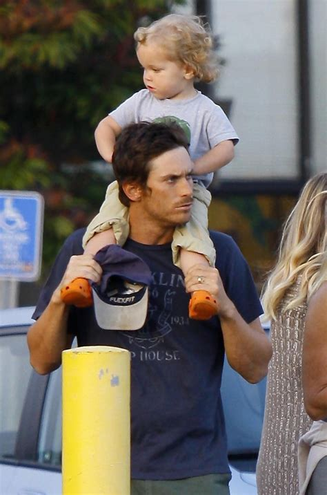 oliver hudson mother oliver hudson photos photos kate hudson and family in