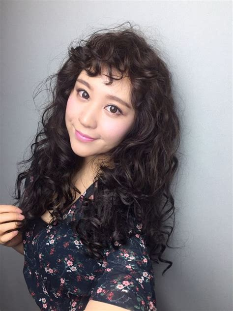 lovely curly hairstyles  asian women style asians