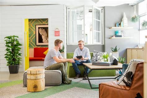 bureau locaux d 233 co bureau design les locaux uniques d airbnb 224 syndey