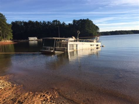 living on a boat on lake lanier illegally beached houseboat is polluting lake lanier
