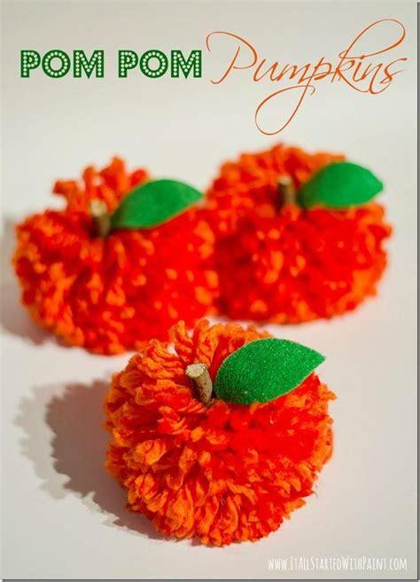 yarn pom poms ideas  pinterest diy yarn decor pom pom diy  making pom poms