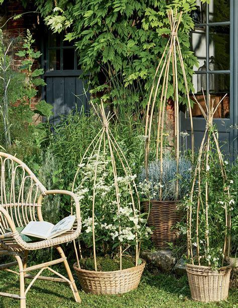 Support Plante Grimpante Bambou by Faire Des Paniers Tuteurs En Bambou Pour Le Jardin