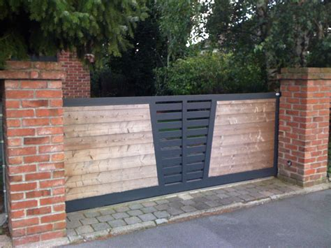 Portail bois avec cadre aluminium   Lulea   TORI Portails