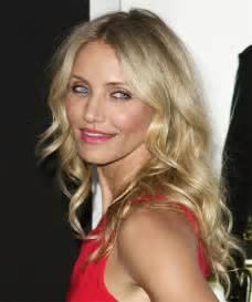 camerson diaz haircut in other cameron diaz hairstyles for 2017 celebrity hairstyles by thehairstyler com