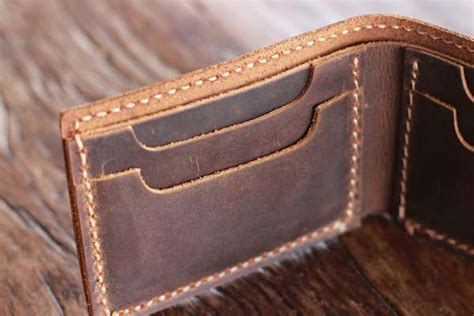 The Handcrafter - the handmade minimalist bifold leather wallet gadgetsin