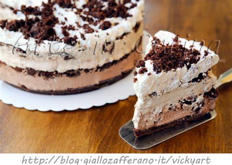 torta al cioccolato con panna da cucina millefoglie di biscotti sbriciolata cioccolato e panna