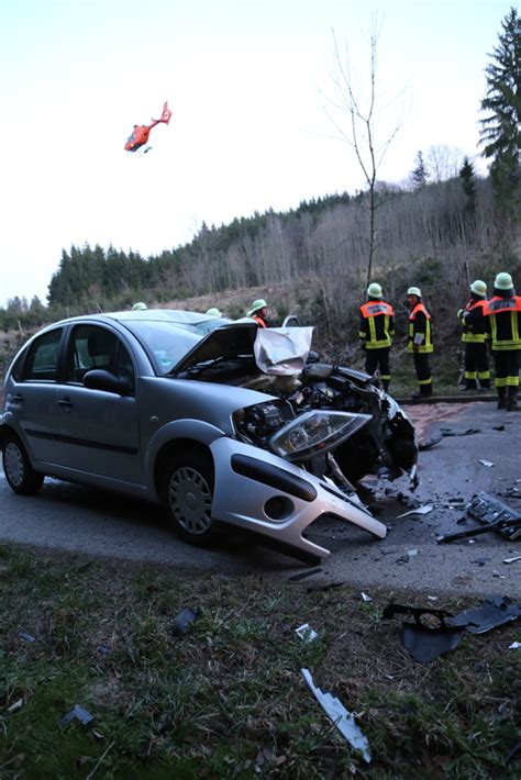 Unfall Motorrad F Ssen by B 246 Hen Schwerer Verkehrsunfall Motorrad Prallt Frontal