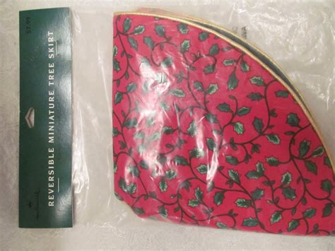 hallmark miniature christmas tree skirt new by gardrunner77
