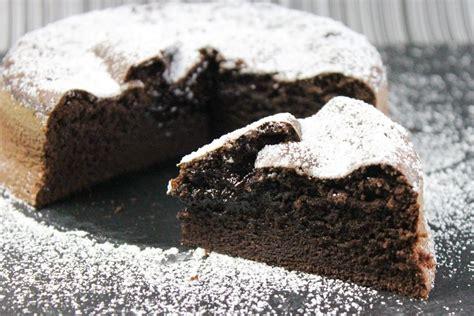 einfache leckere kuchen rezepte schokokuchen rezept saftig mit fl 252 ssigem kern
