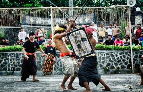 By Lombok Music 2014 12 05t0957090000 | tradisi presean di pulau lombok chasafany