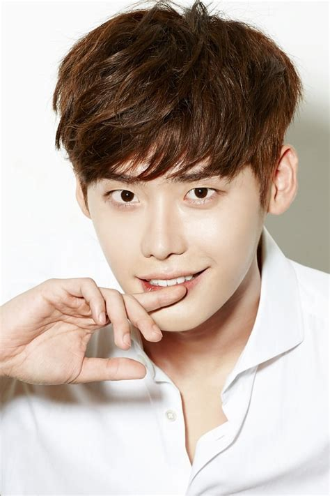 lee jong suk biodata lee jong suk profile images the movie database tmdb