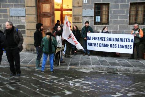 consolato generale di francia a saluti da firenze presidio davanti al consolato onorario