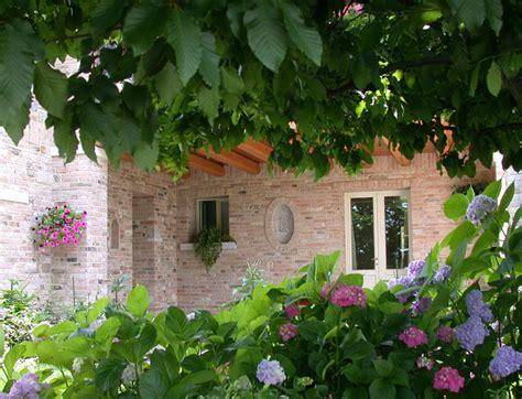 casa e giardino il giardino della casa di cagna il giardino di de pra snc