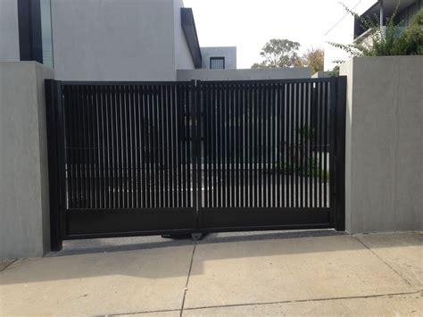 swinging driveway gate double swinging driveway gates