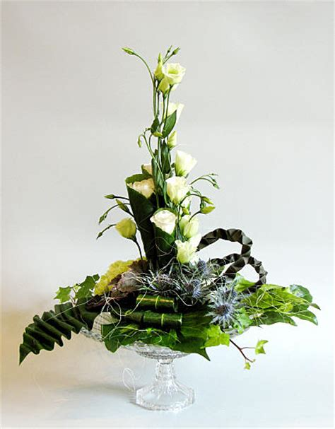 flower arrangement techniques flower arranging by chrissie harten design 322