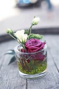 dekoration mit blumen tischdeko hochzeit lila wedding hochzeit