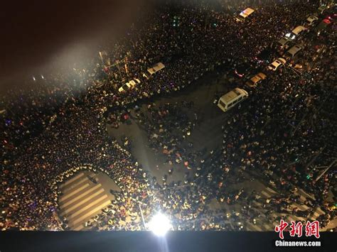 shanghai new years 2014 shanghai bund 2014 new year s crowd trling incident