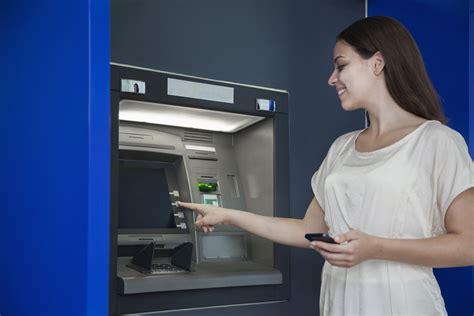 prelievo contante in come prelevare al bancomat le operazioni da fare allo