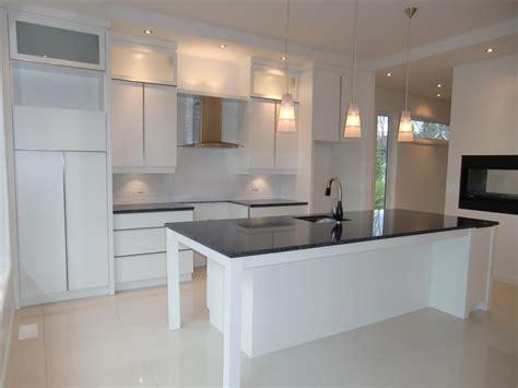 cuisine armoires blanches davaus cuisine blanche moderne avec des id 233 es