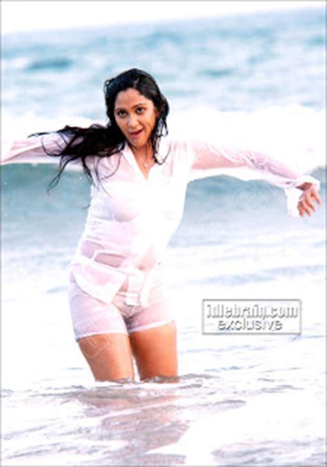 ladies in underwear w pubic hairs hot bikini 2011 indian women girl pubic hair in panty
