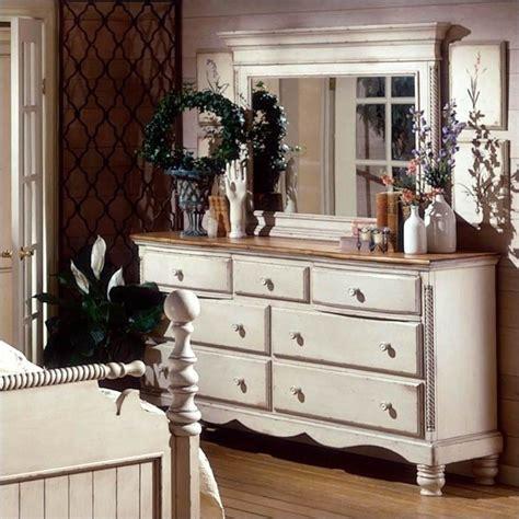 hillsdale wilshire 5 piece bedroom set in antique white hillsdale wilshire 5 piece bedroom set in antique white