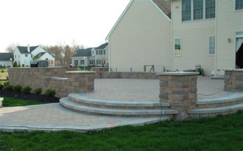 Building A Raised Patio With Retaining Wall by Raised Paver Patio With Outdoor Kitchen Retaining Wall
