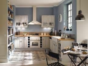 amazing Cuisine Blanche Et Bois Clair #4: la-plus-belle-petite-cuisine-ouverte-avec-murs-bleu-fonc%C3%A9-sol-en-bois-et-carrelage.jpg