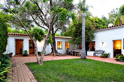 Marilyn Monroe House Address by Marilyn Monroe S Former House In Brentwood For Sale