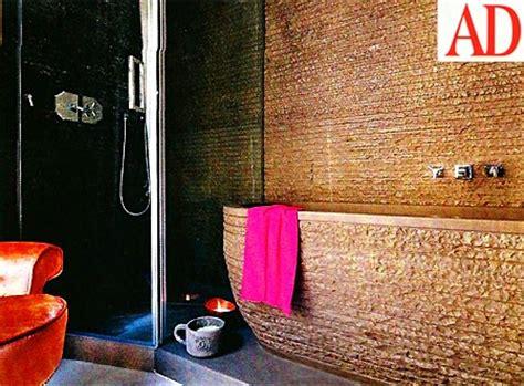 la casa di belen rodriguez il bagno con vasca di marmo scavata direttamente nella